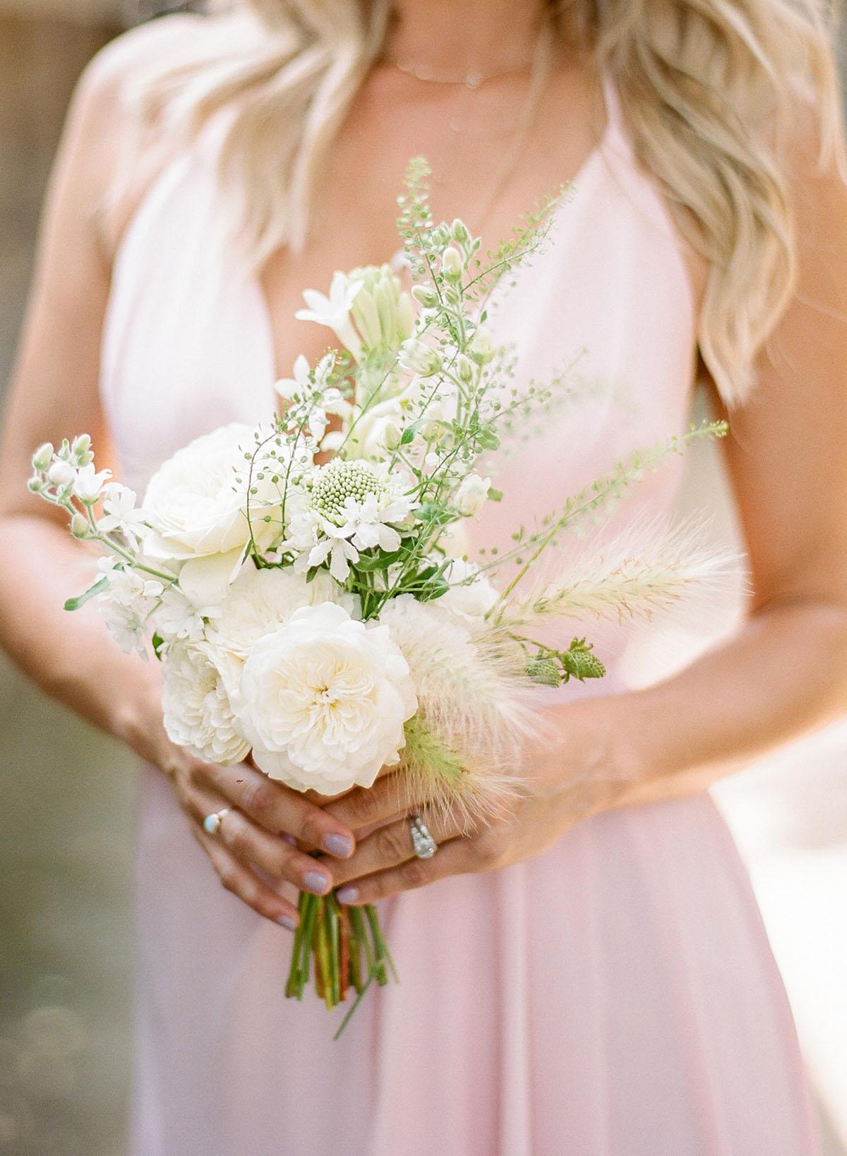 8-wild-white-bridesmaid-bouquet.jpg