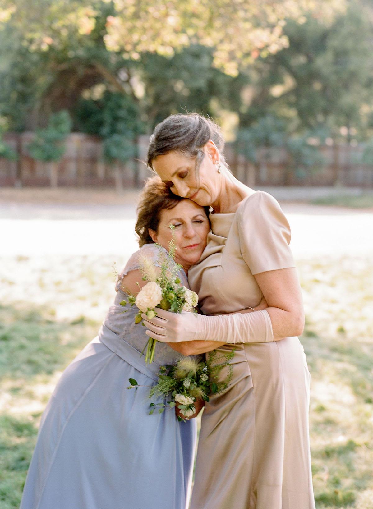 26-tender-mother-moment-wedding.jpg