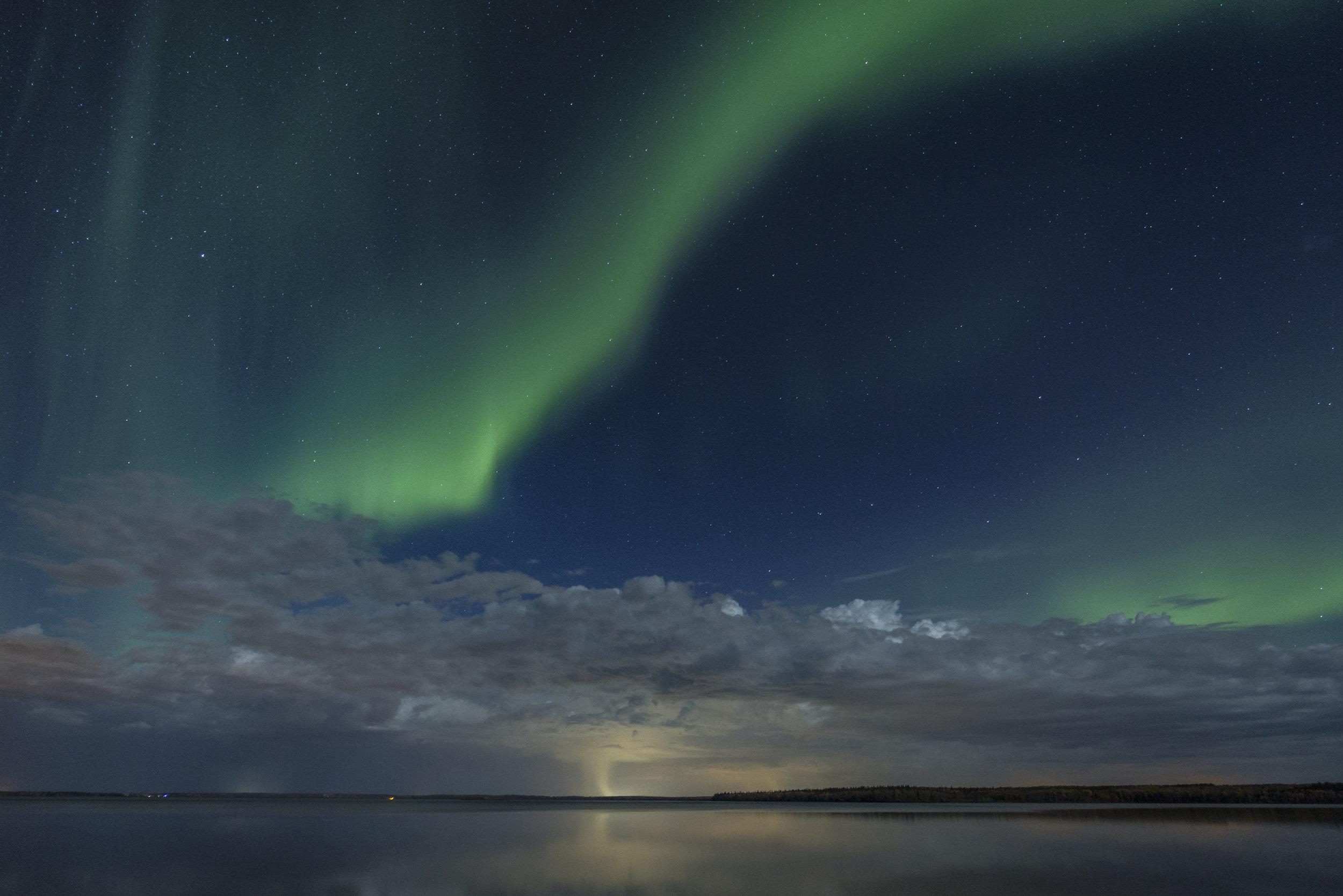 October Aurora Gregoire lake-1.jpg
