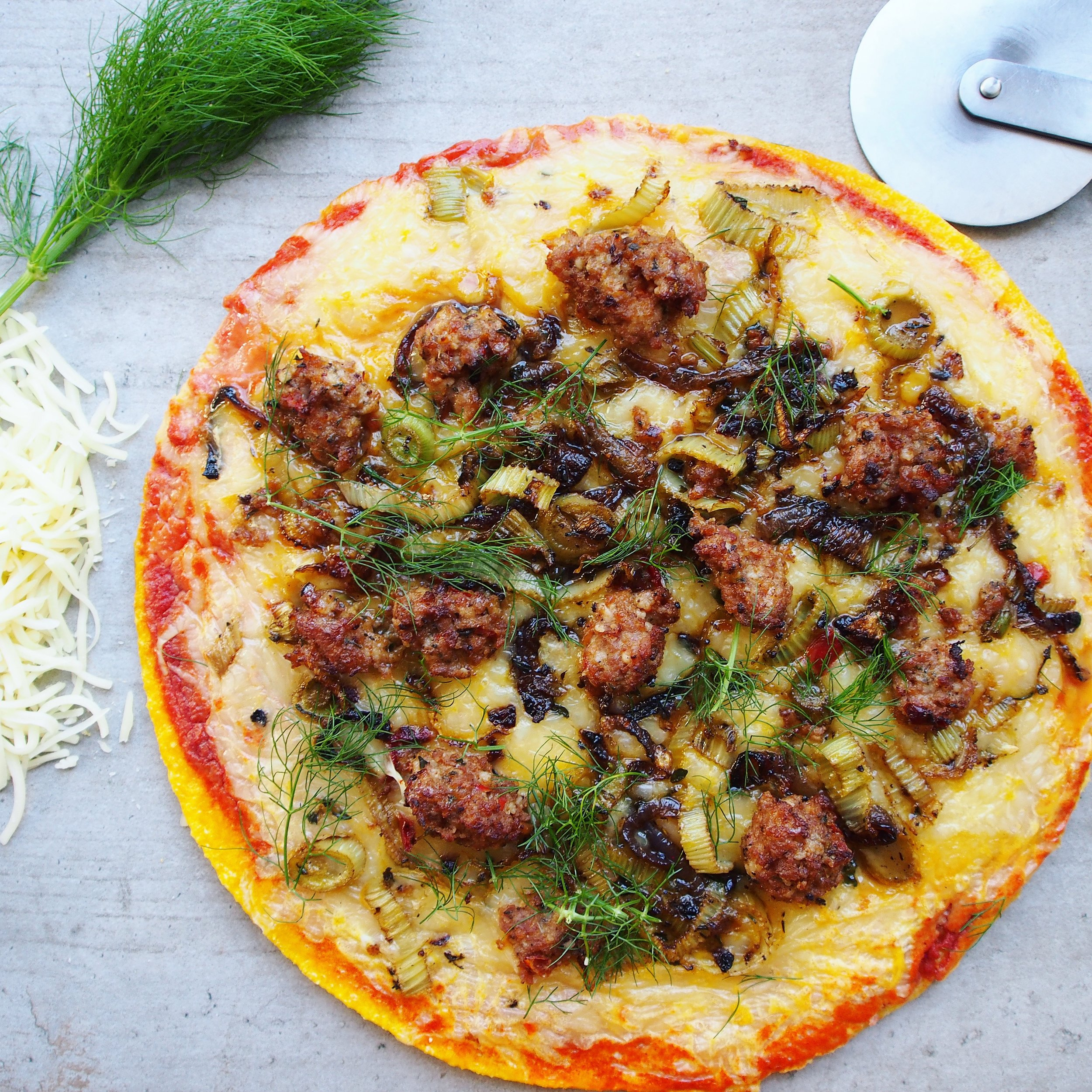 This breakfast pizza is an healthy and easy breakfast recipe! It has a butternut squash c rust from Trader Joe's which is seasonal during the holiday season!