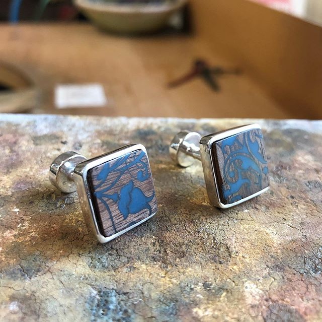 I made these a couple of months ago as an anniversary gift for a customer as her husband had wore a similar set that I had made on there wedding day. I updated the design by setting the wooden tile that was laser etched and back filled with resin into a sterling silver handmade cufflink back.  #cufflinks #paulcoynejewellery #irishdesign #handmadejewellery #instacool #design #instadaily #photooftheday #instagood #makersworkshop #craftsposure #creativelifehappylife #createmakeshare #waketomake #thatsdarling #mycreativebiz #flashesofdelight #thatsdarling #instajewelry #instajewellery #makersgonnamake #handsandhustle #pursuepretty #goldsmith #silversmith #JOTD #inspo #newpost #jewelleryaddict #jewellerygram
