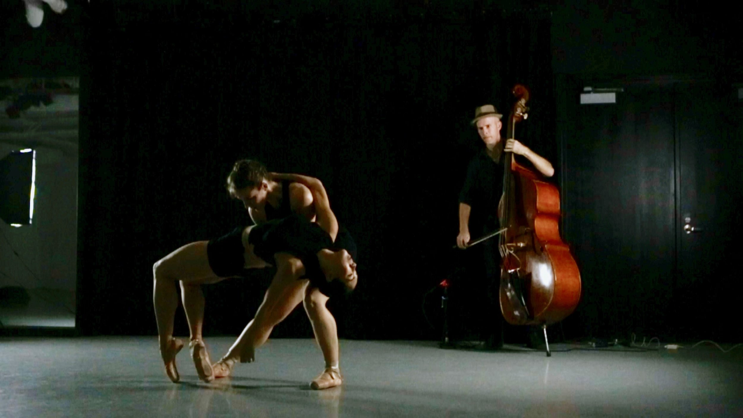 Peter Maness, Tiffany Mangulabnan, Amy Saunder in konverjdans' 'Convergence/Divergence' at Gibney Dance Center