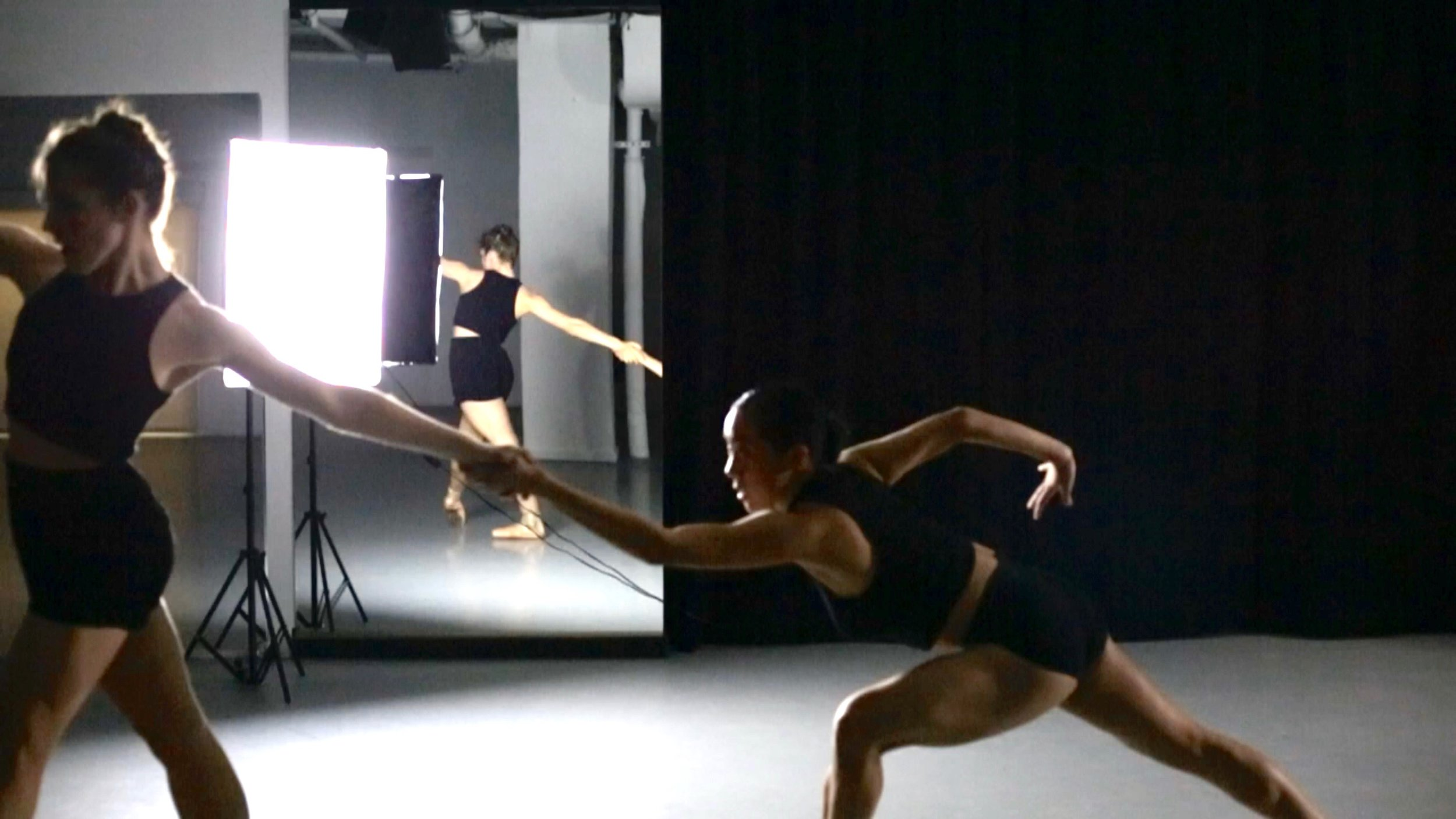 Tiffany Mangulabnan, Amy Saunder in konverjdans' 'Convergence/Divergence' at Gibney Dance Center