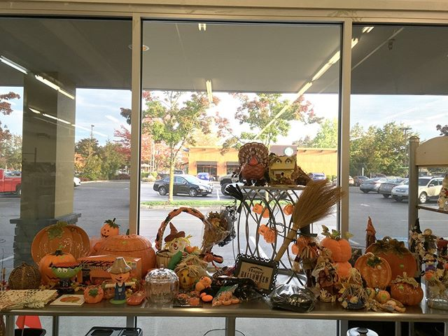 Halloween is around the corner! Stop by our Lakewood store for a variety of Halloween and fall decorations! #habtitatstorescore #thriftstorefind #habitatstore