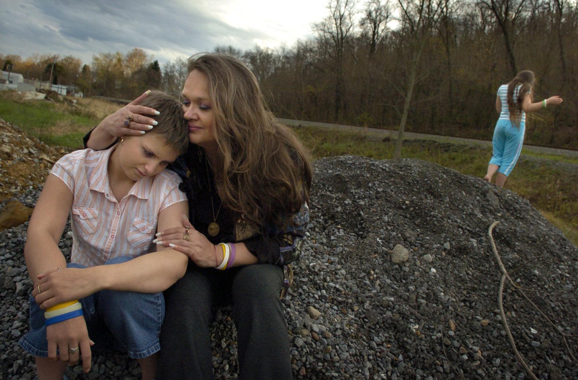 Suzi Bragg and daughter Dawn, diagnosed with neuroblastoma.