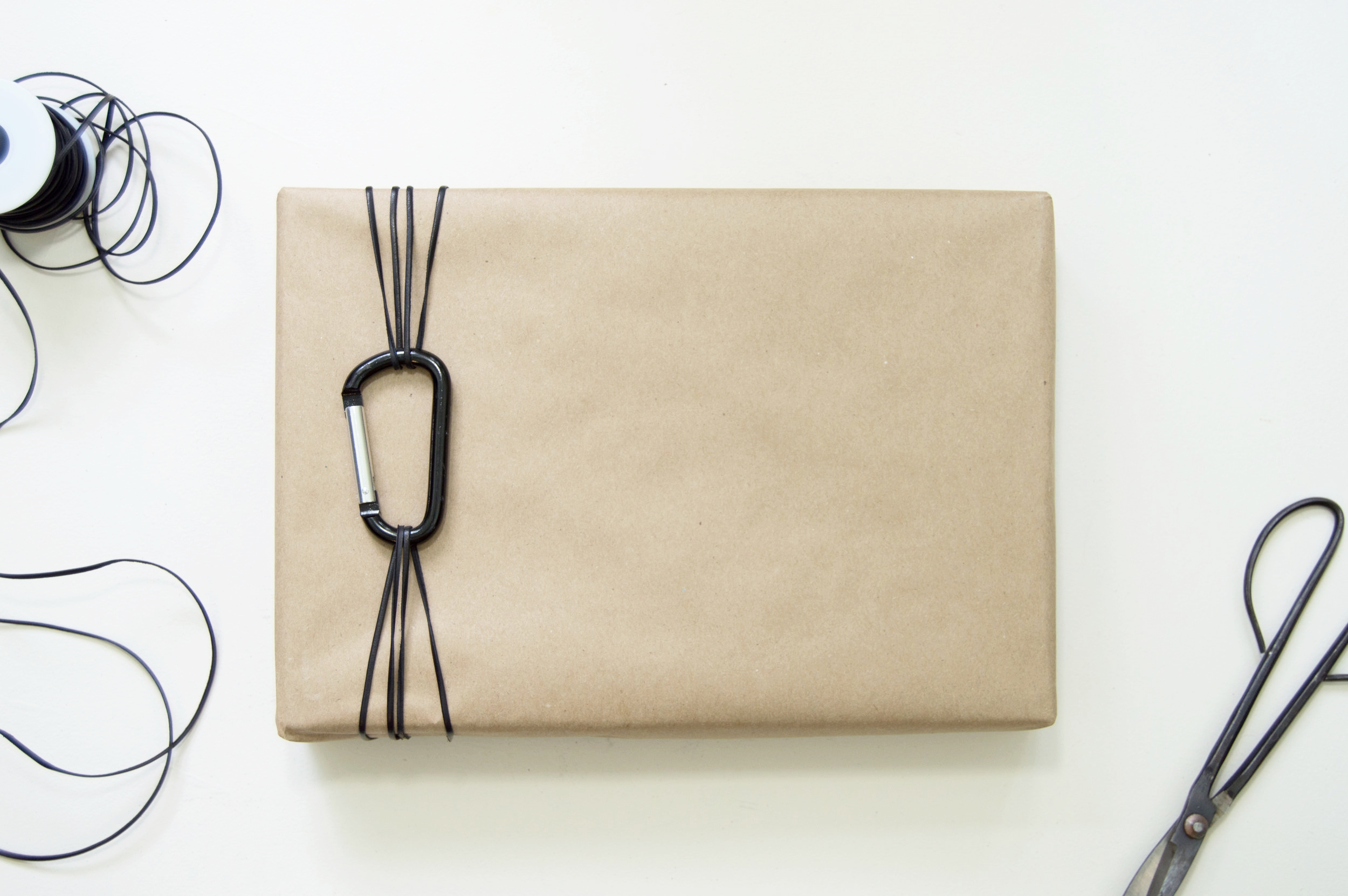How To A Simple And Modern Father S Day Gift Wrapping Idea The Savvy Heart