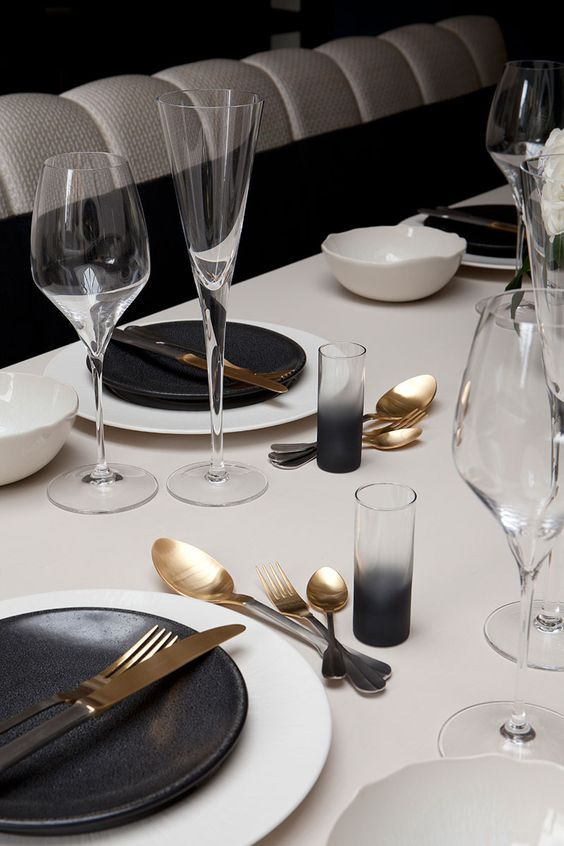 Modern and simple Table setting ideas for thanksgiving dinner by the savvy heart.jpg
