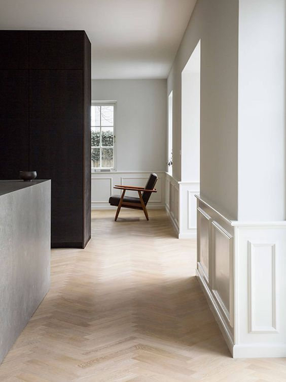 Glossy and Eggshell Paint Finishes for a Hallway in your Home
