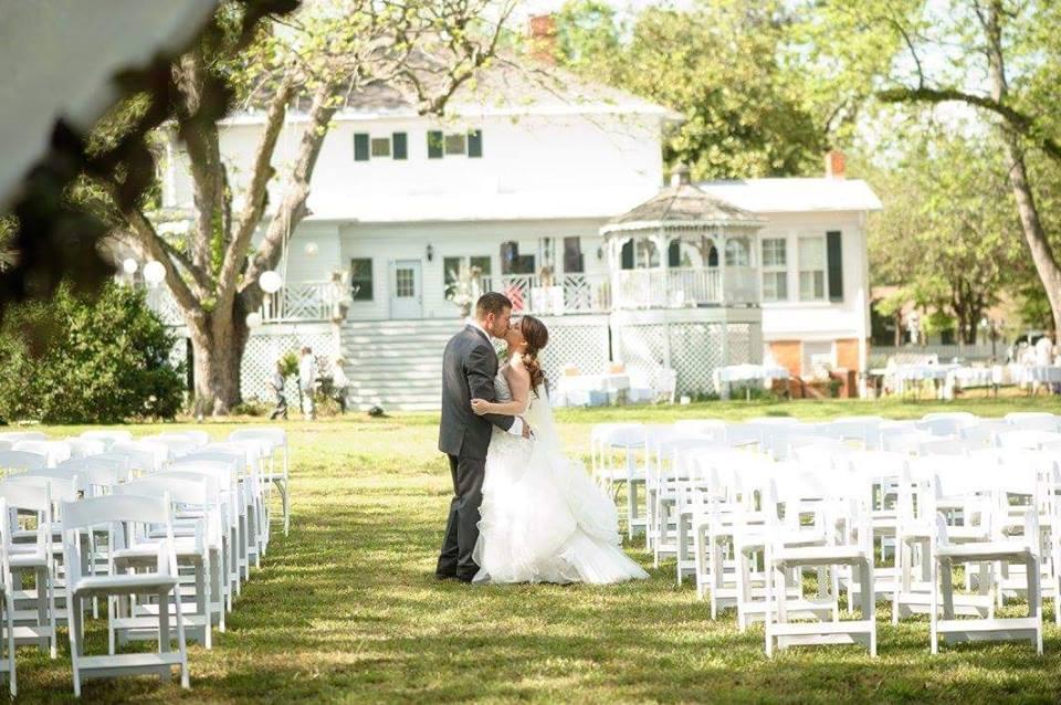 backyard kisses at the grand magnolia house.jpg