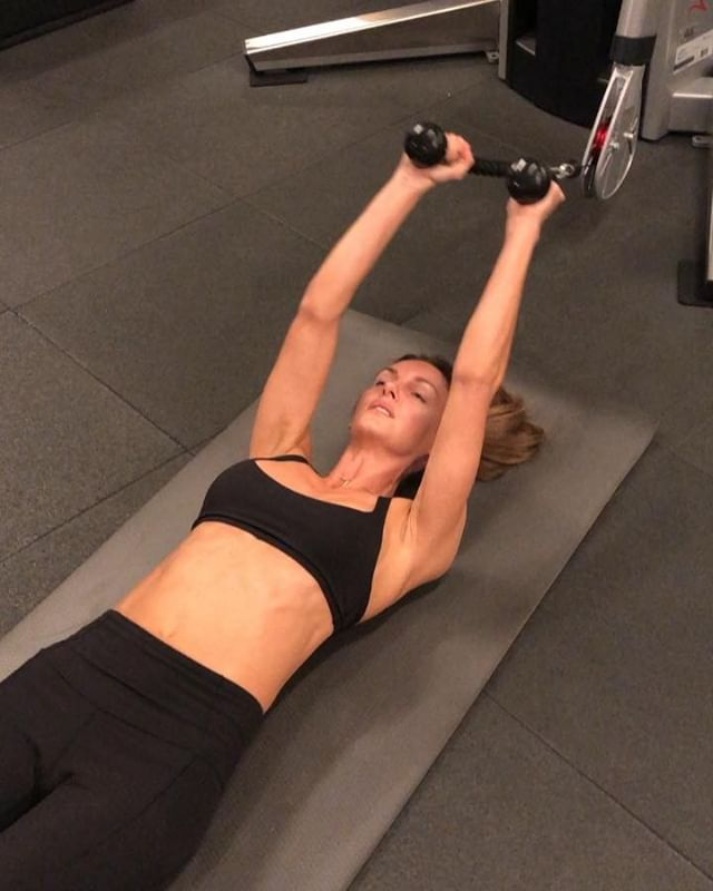 Try to work these 2 movements into your next circuit. A1: Cable resistant Jack Knives A2: Single arm, straight arm pull downs  And let me know what you think. 😉 #absworkout #abexercises #workout