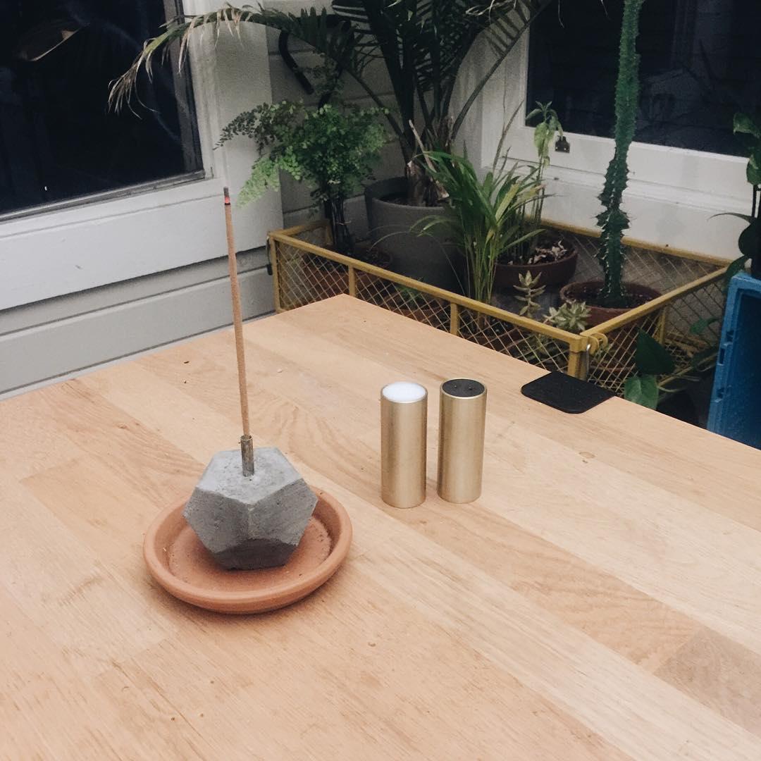 Concrete polygon incense burner