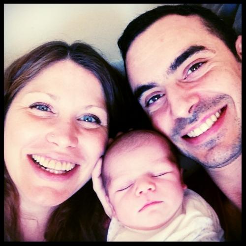 Con Caroline - Mi esposa, Caroline y yo disfrutando de nuestro hijo Oscar.
