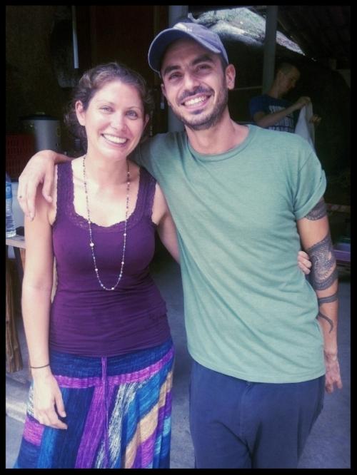 Con mi esposa Caroline Leon justo al terminar un retiro Vipassana de meditación de 11 días en Tailandia