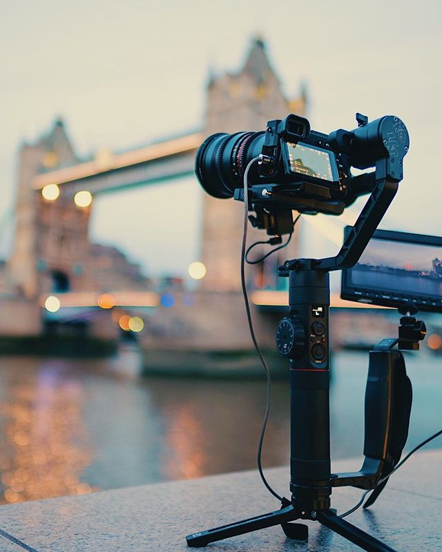 A shot from our test shoot with the Crane 2 gimbal🎥. Checking out the motion time lapse feature, sadly the bridge never opened 😕 but it still looks super smooth and dynamic 👍🏻 . . . . #cameraoperator #film #videography #london #towerbridge #riverthames #sony #a7s2 #timelapse #motionlapse #hyperlapse #cameras  #photography #samyang
