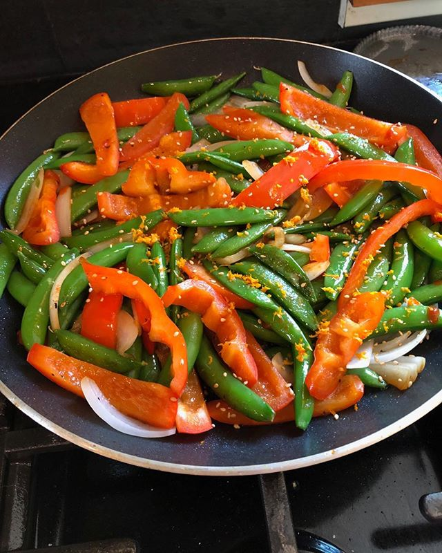Spicy Snap pea and red pepper stir fry. Yummy 😋 #stirfry #asianfood #eatyourveggies #quickmeals