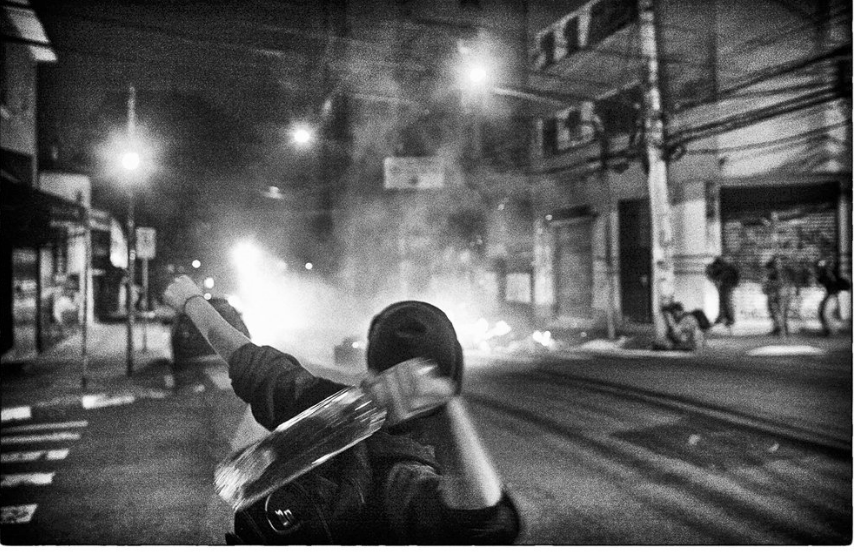 São Paulo is Burning - Protests once more erupted in Sao Paulo after the impeachment of president Dilma Rousseff. In a very controversial political trial, Dilma, first woman to be elected as president in Brazil, was removed from power, stopping a 13 years rule of the worker's party in Brazil. Days after she was ousted, people took the streets of São Paulo to protest. The police responded with violence.