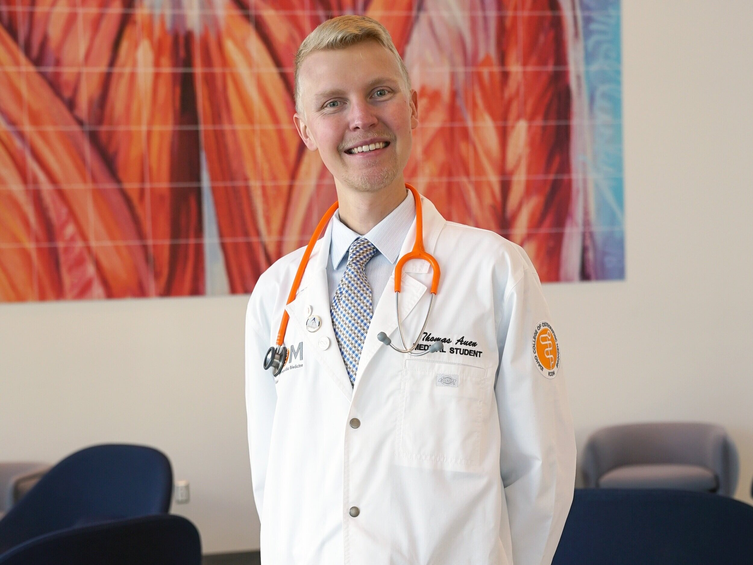 Student-Doctor Thomas Auen