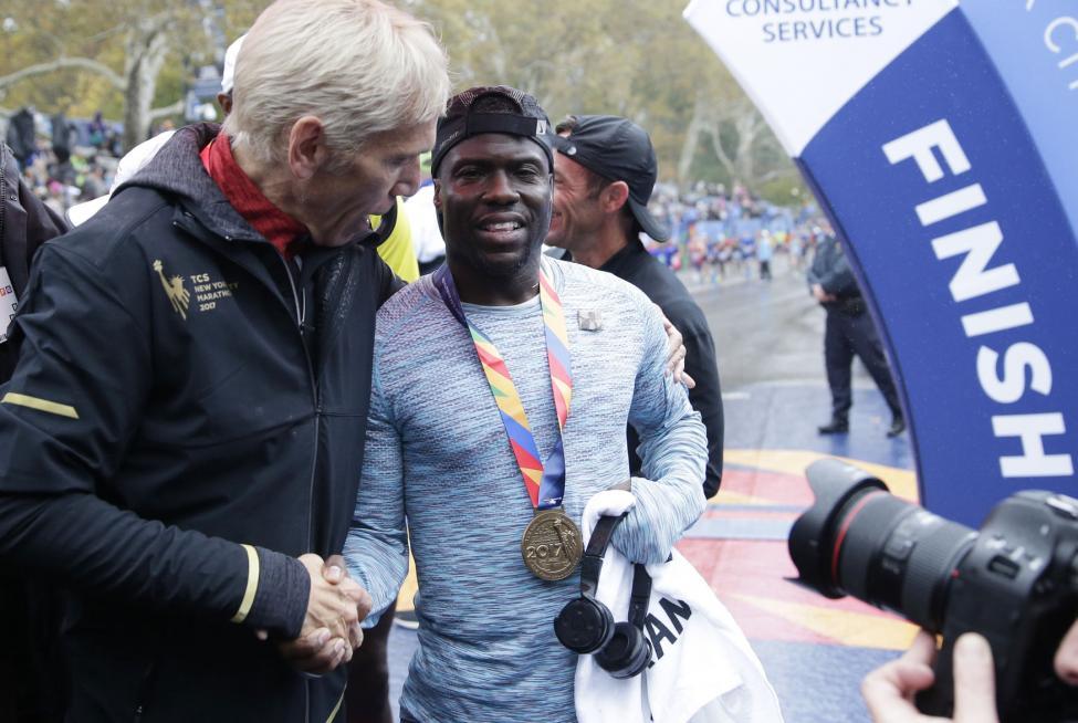 Kevin-Hart-beats-other-celebs-in-NYC-marathon-raises-money-for-scholarship-fund.jpg