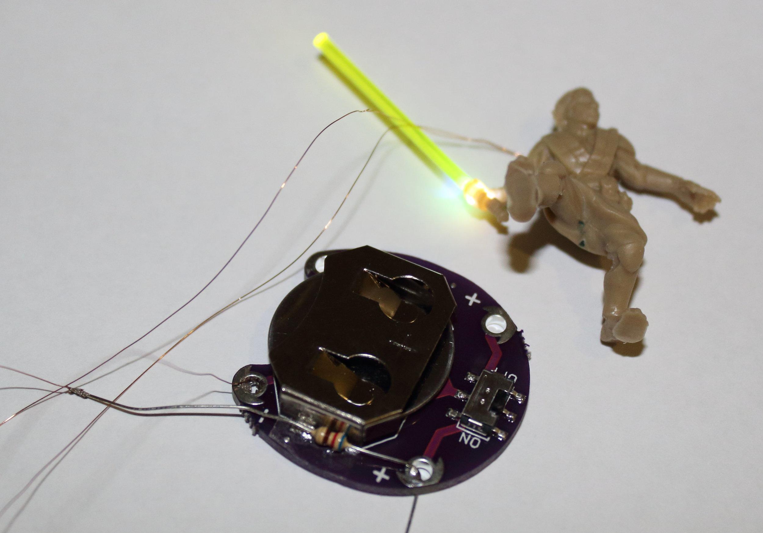 Imperial_Assault_Board_Game_LED_lightsaber_miniature_07.jpg