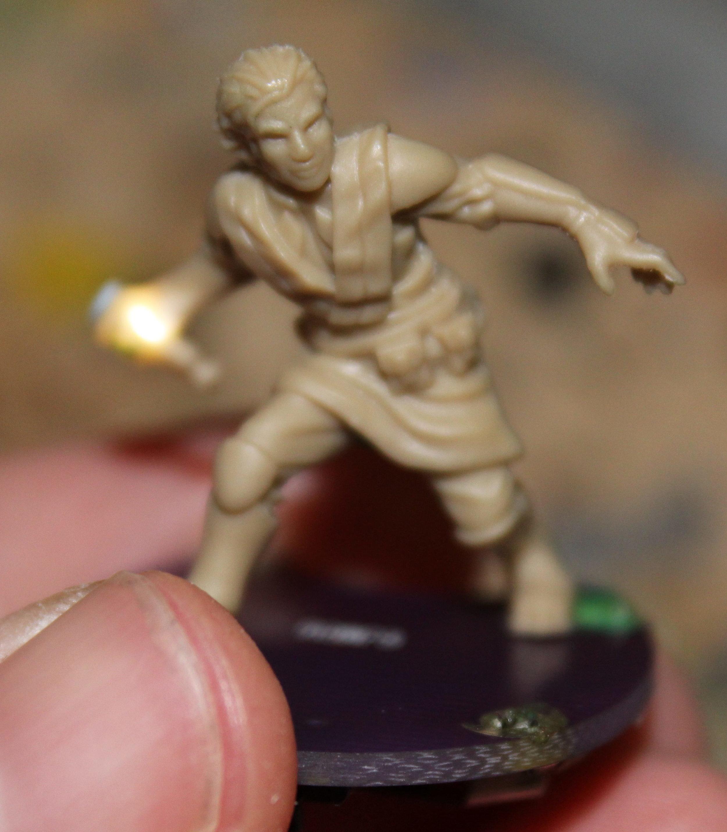 Imperial_Assault_Board_Game_LED_lightsaber_miniature_11.jpg