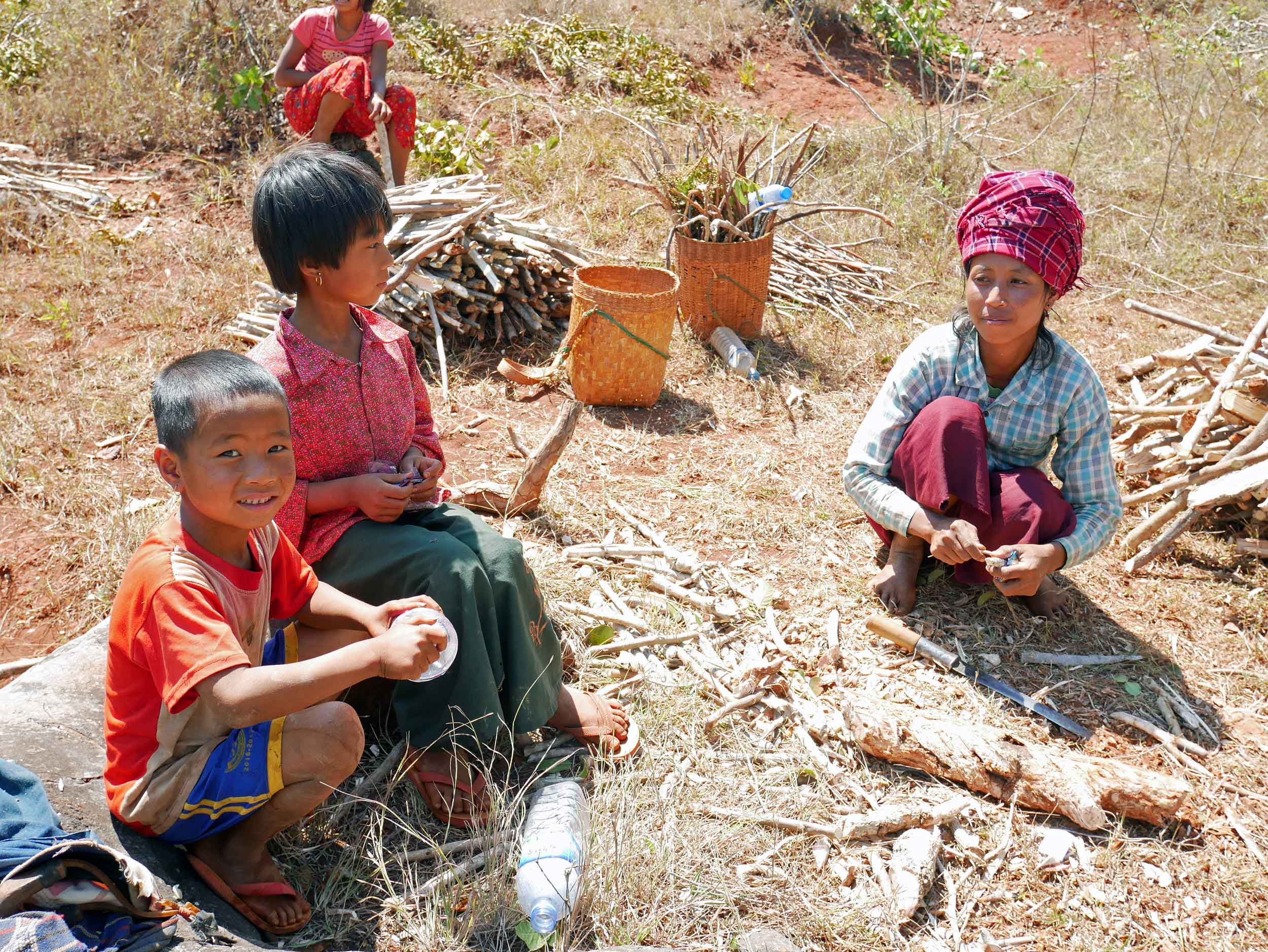 Near the end of our walk, we spotted this family working together to collect and chop firewood (Feb 21).