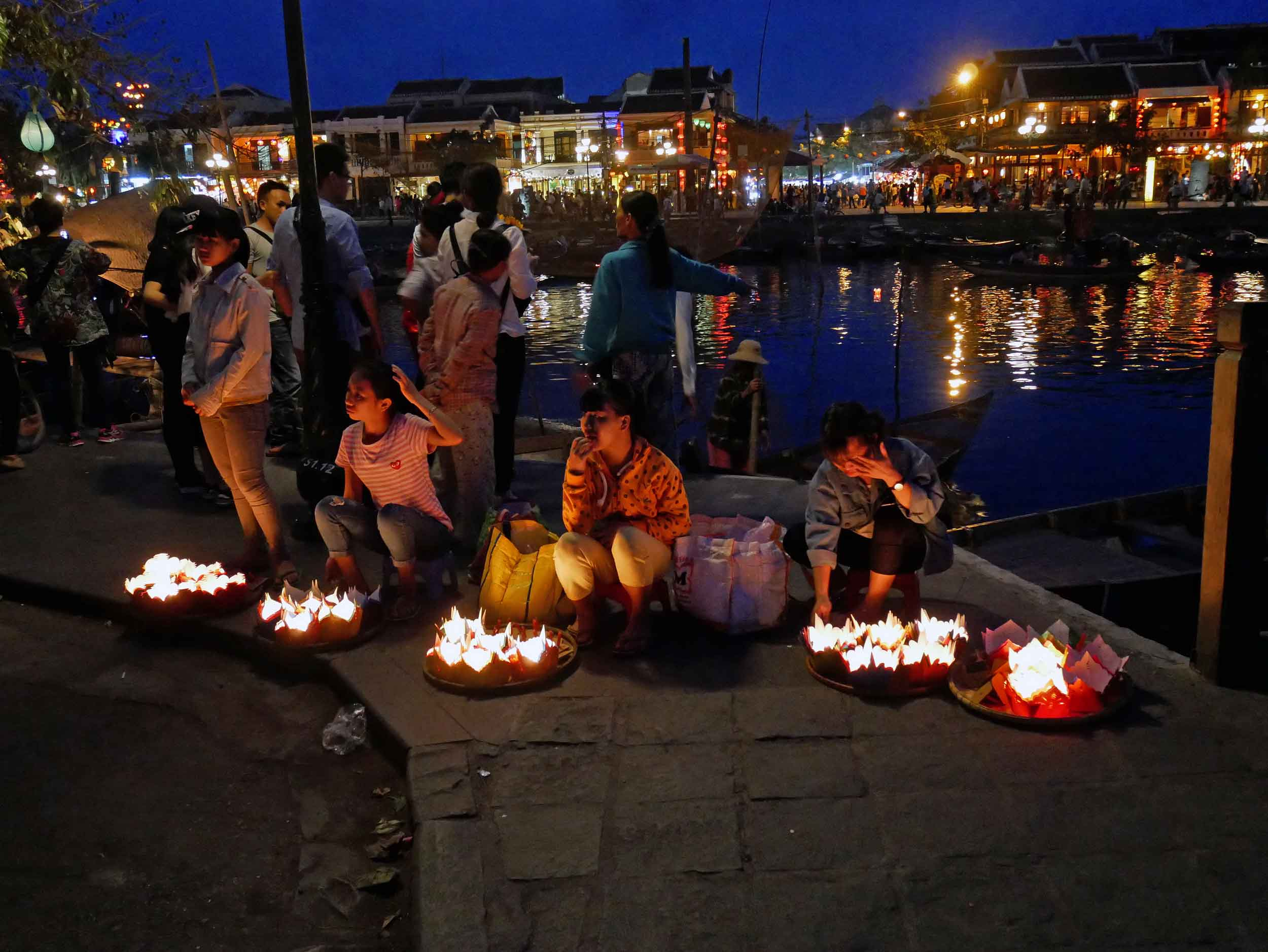 As night fell, women and children sell floating candles that can be set in the river to drift away with your wishes.