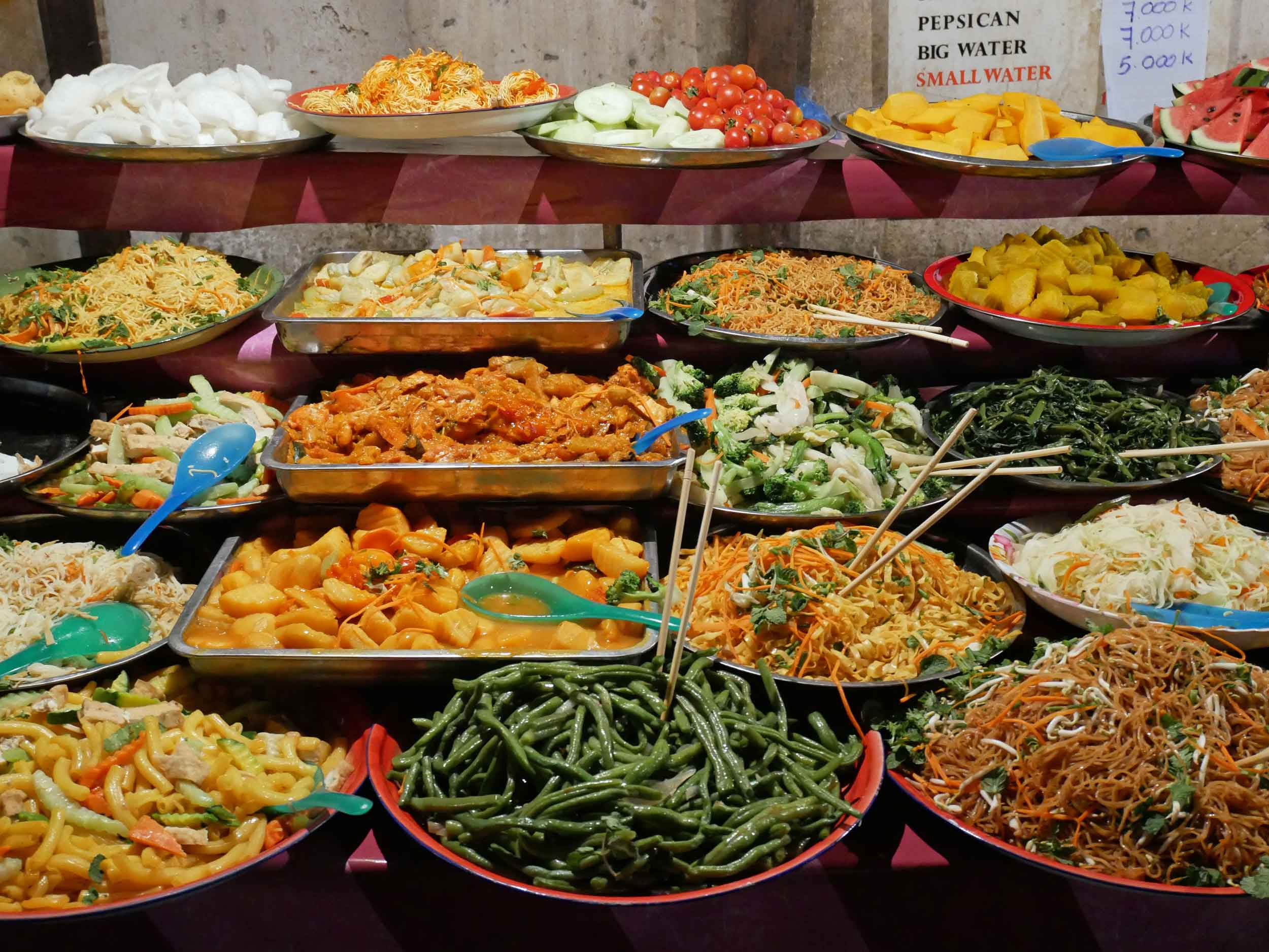 For less than $2 USD, market visitors could fill their plates with heaps of local food, served hot or cold.