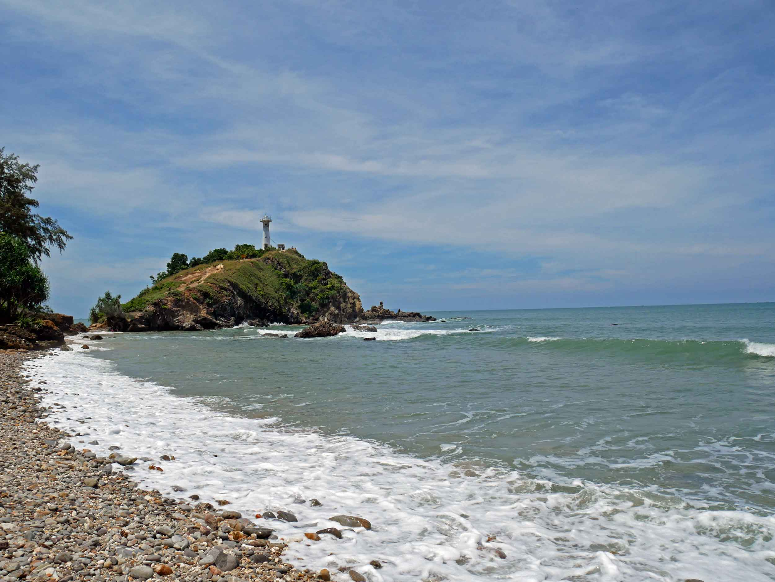 At the southern tip of Koh Lanta, one side of the national park has a rocky coast, which together with the lighthouse made us feel like we had been transported to New England.