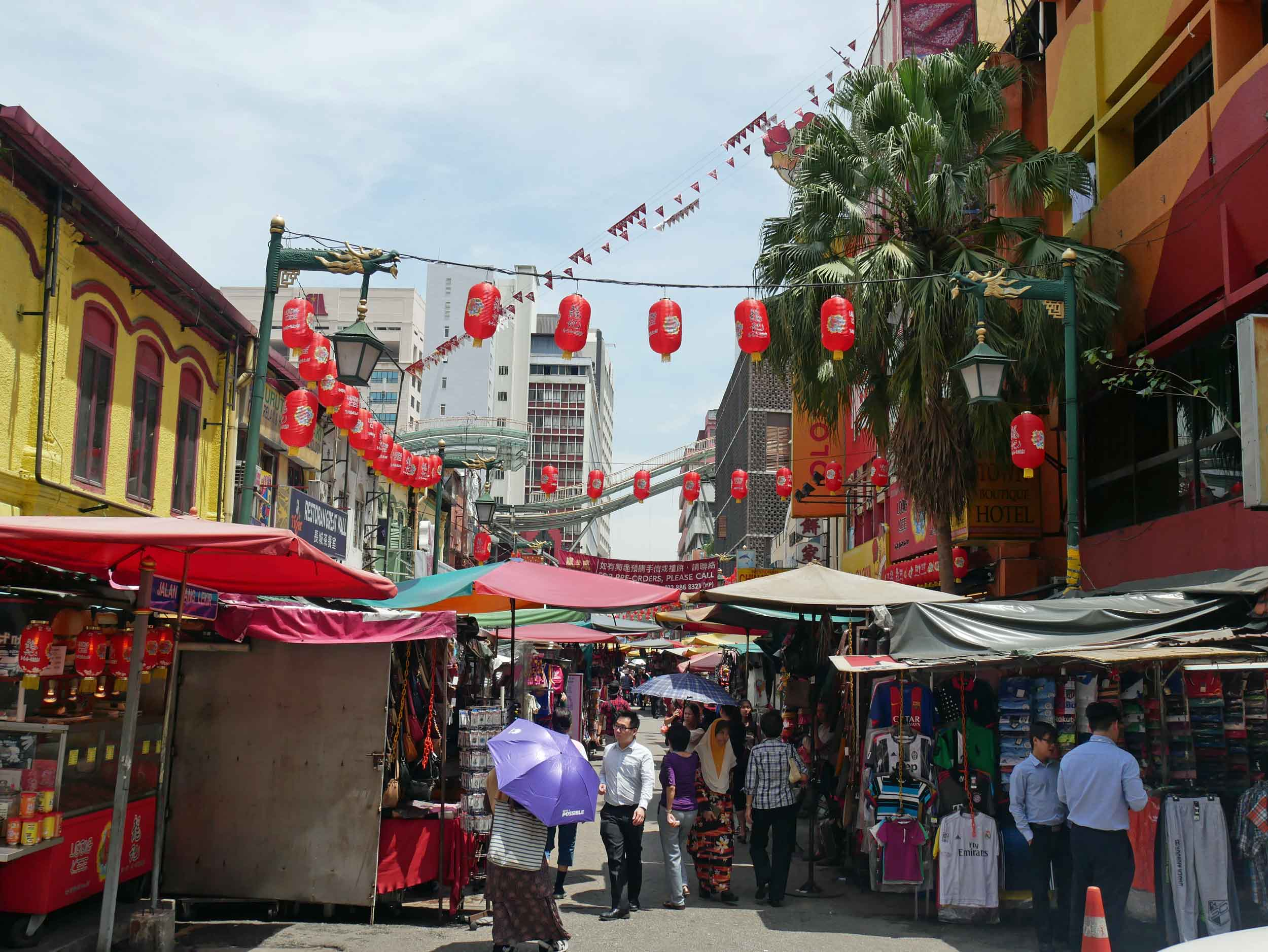 In the KL old town, is a large and vibrant Chinatown with local shops, cafes and groceries lining the streets.