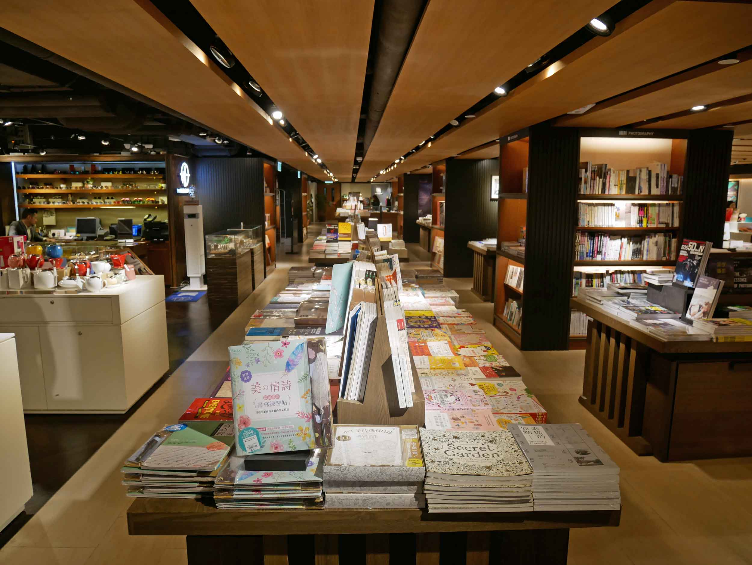 Once we made it to Kowloon, we wandered through the stacks and shops of Eslite bookstore.