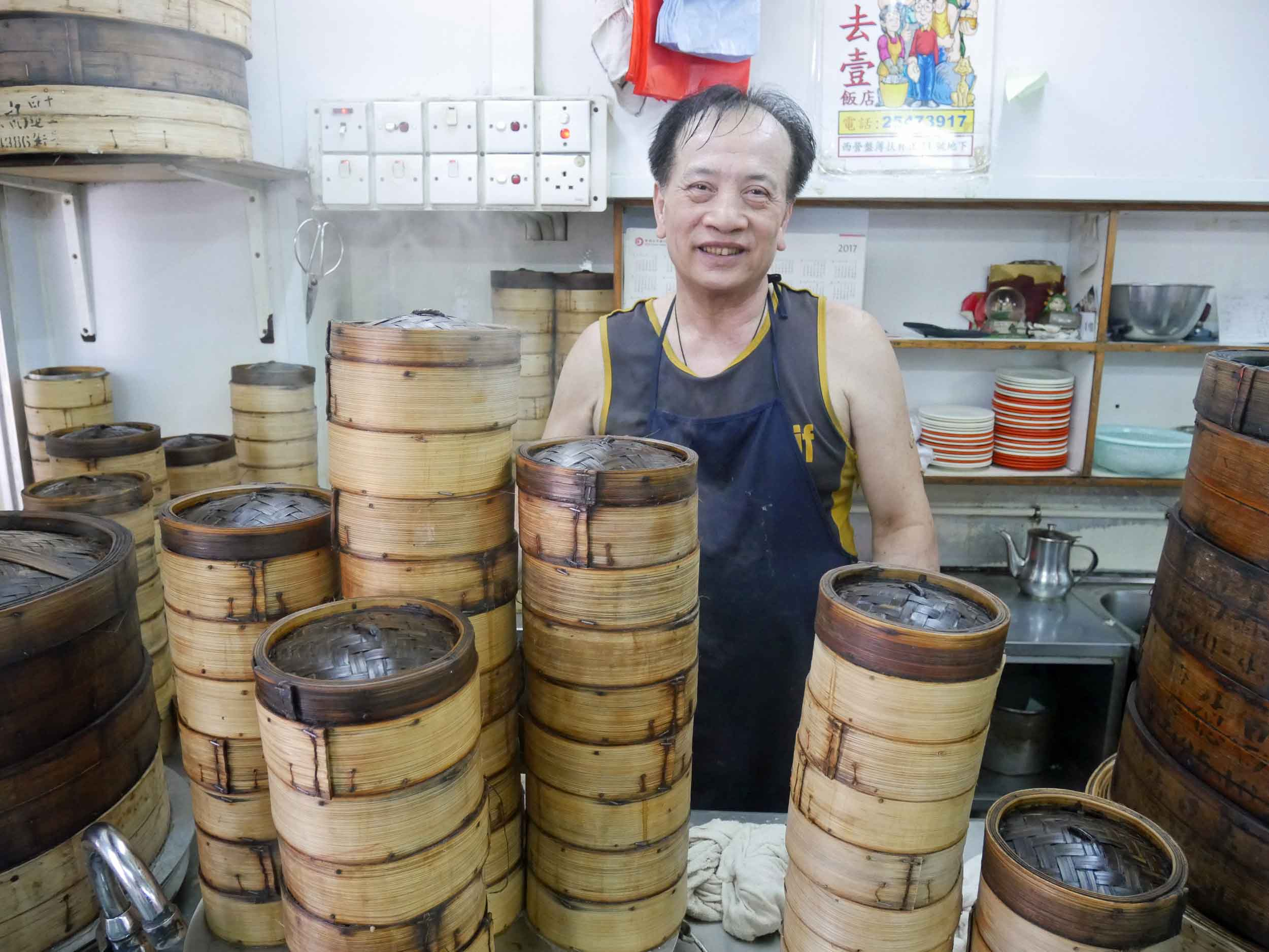 The friendly (and steaming) dumpling man at Sam Hui Yat.