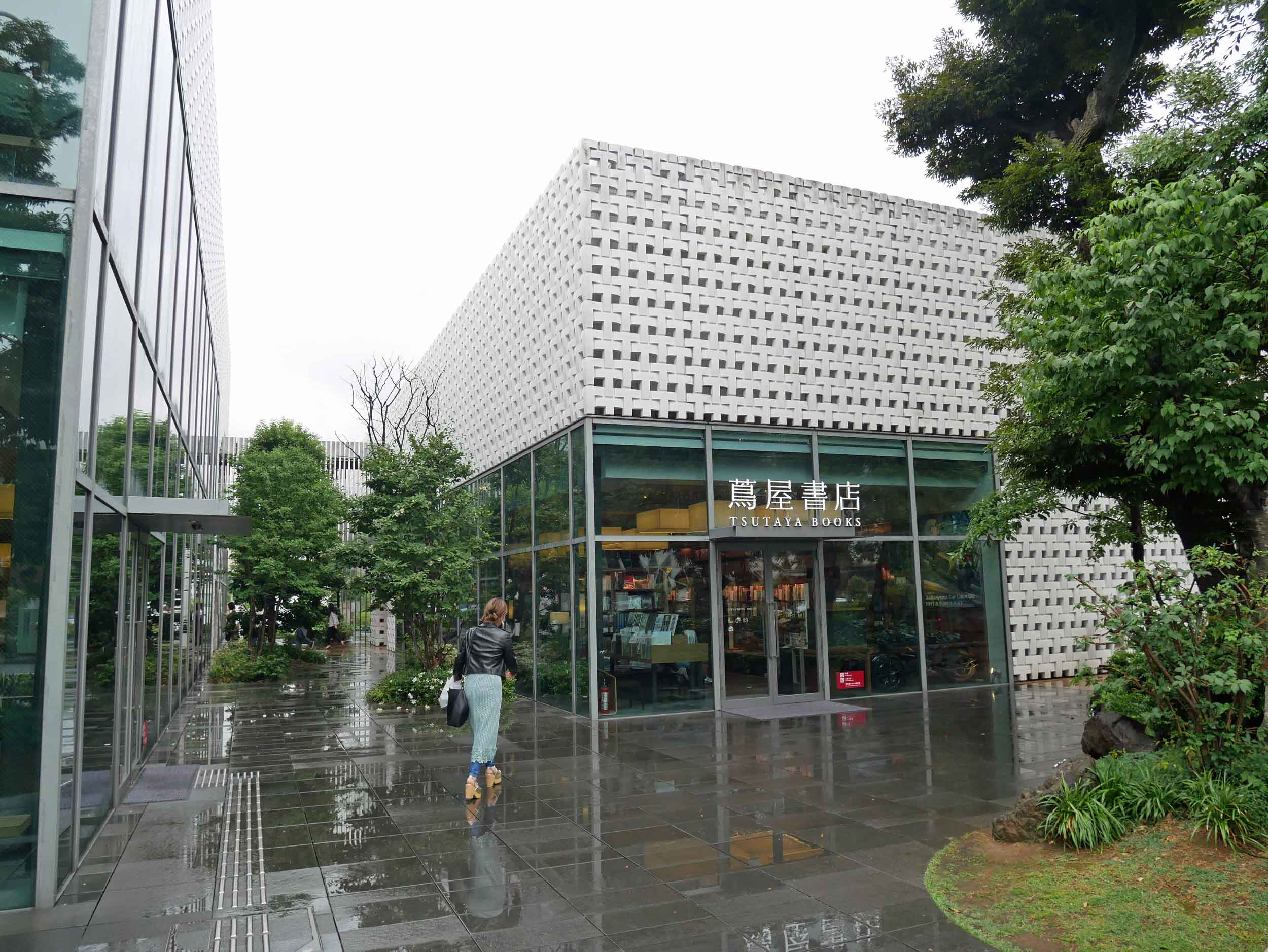 After a confusing metro ride, we finally arrived at Daikanyama T-Site, the elegant complex of books.