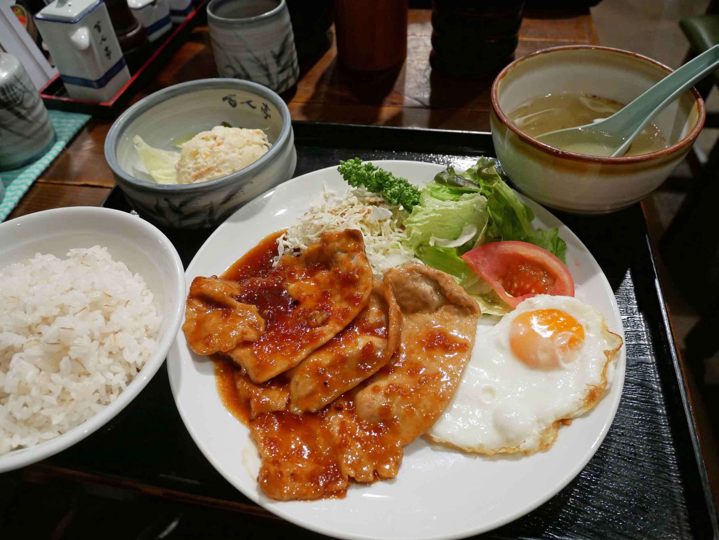 After our garden walk, we grabbed lunch like many of the office workers in Takebashi Station.