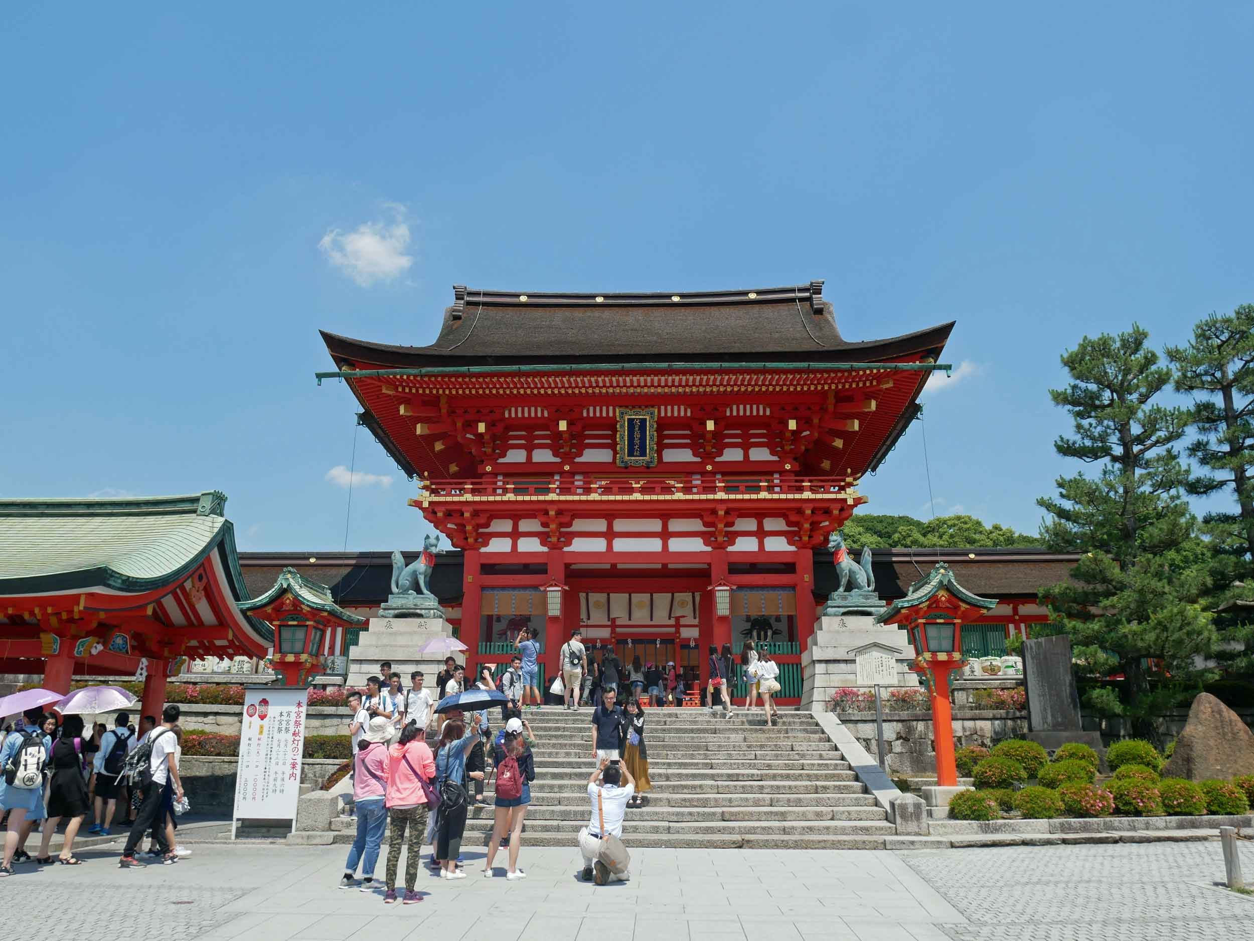 Arriving in Kyoto, we made our way to Fushimi Inari-taisha, a shrine dedicated to the fox.