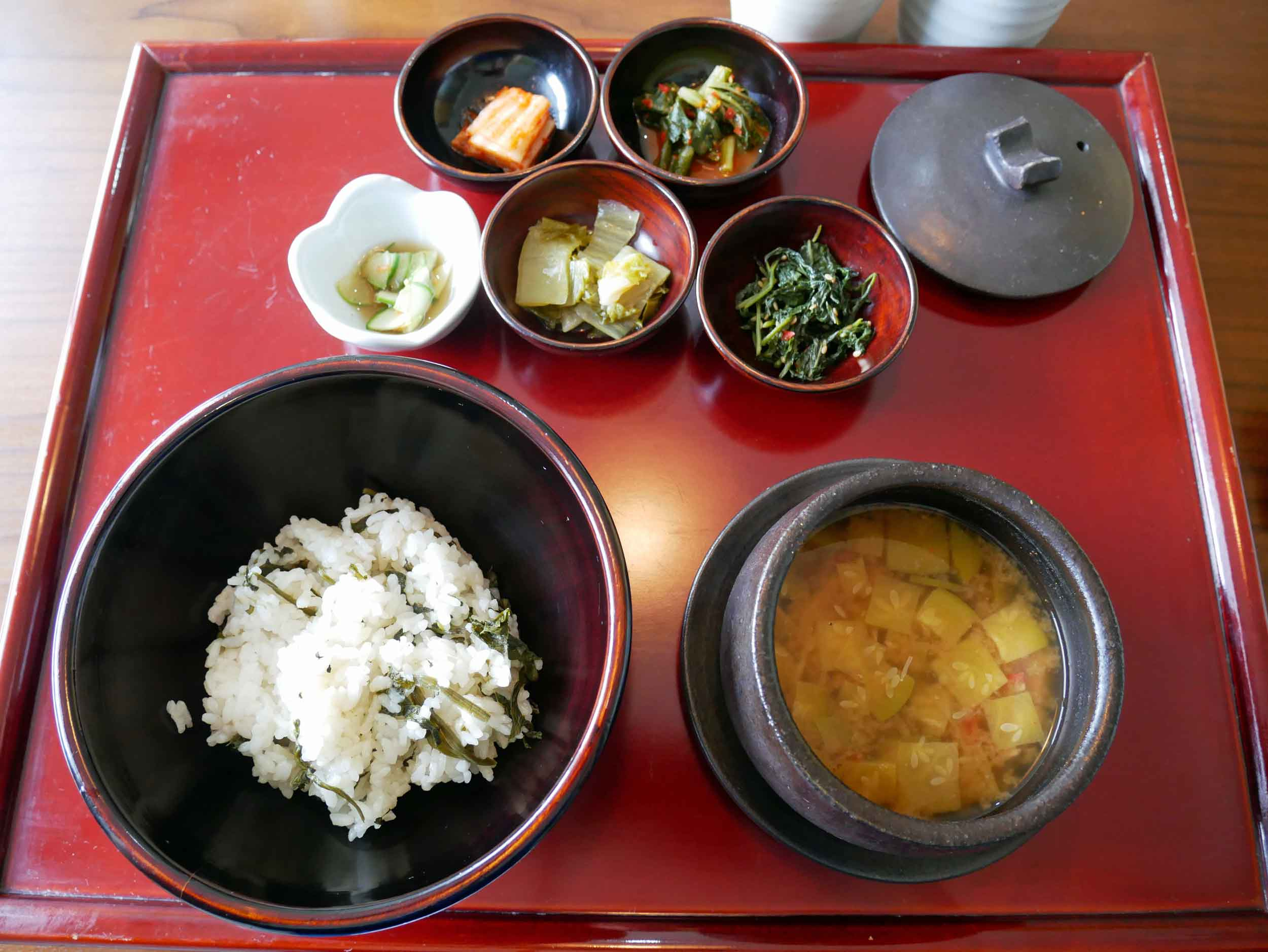 The main course, or  youmi , included seasoned thistle with rice, soy bean paste stew, two kinds of seasoned summer greens, and yangnyeomjang rice sauce.