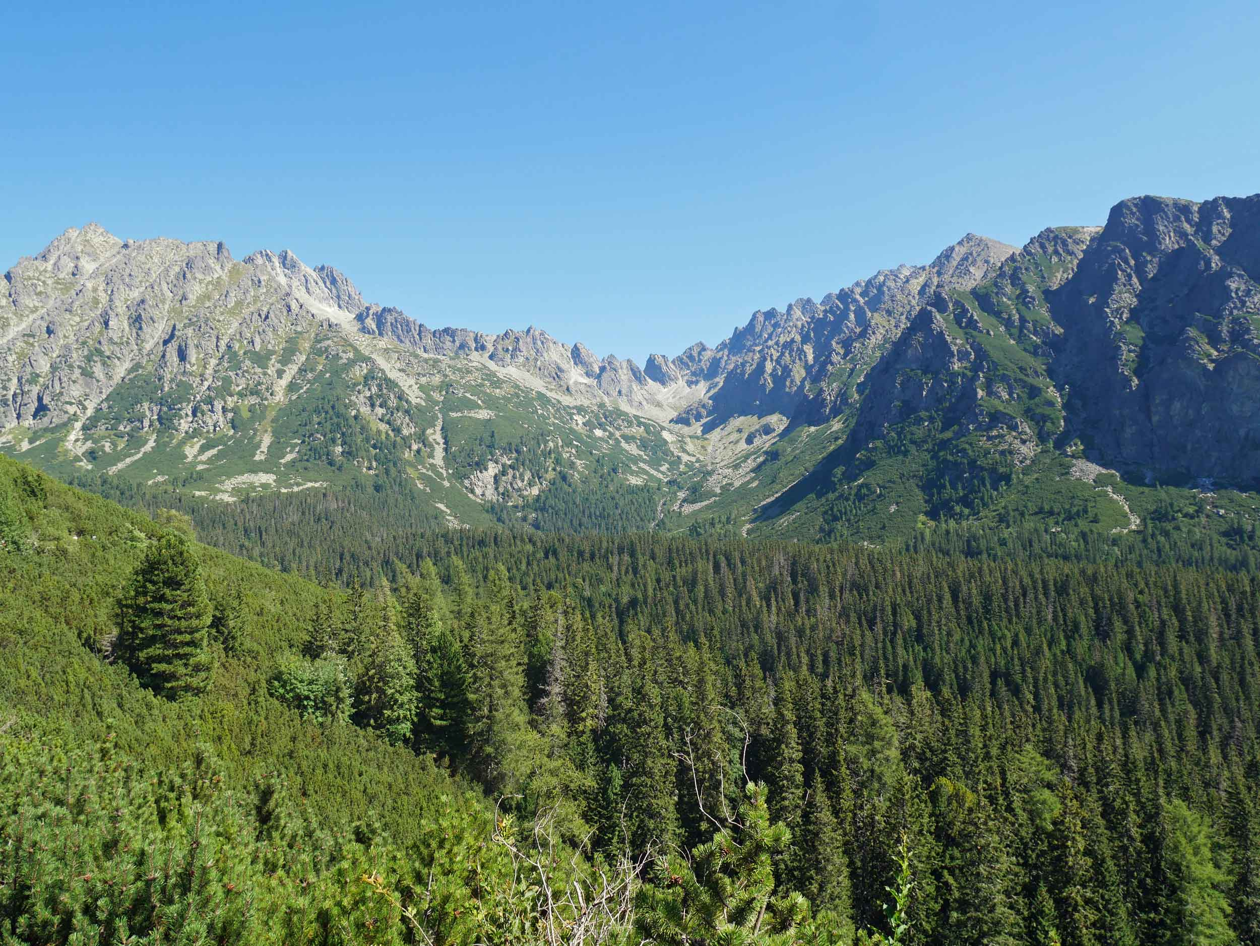 On our way to the very popular Popradské Pleso in the High Tatras, we couldn't get enough of the mountain range that enveloped us (Aug 30).