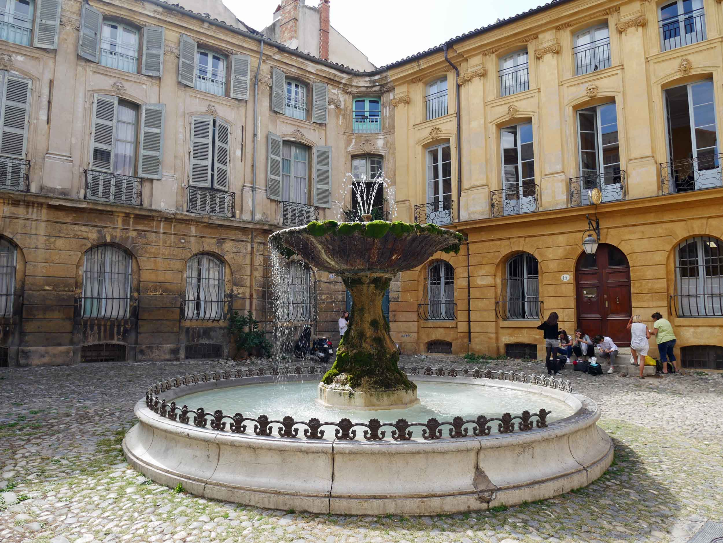 The Prêcheurs-Madeleine-Verdun complex of squares in the Old Town has been completely renovated and pedestrianized allowing visitors to wander without worry while taking in the beauty of this ancient once Roman town.