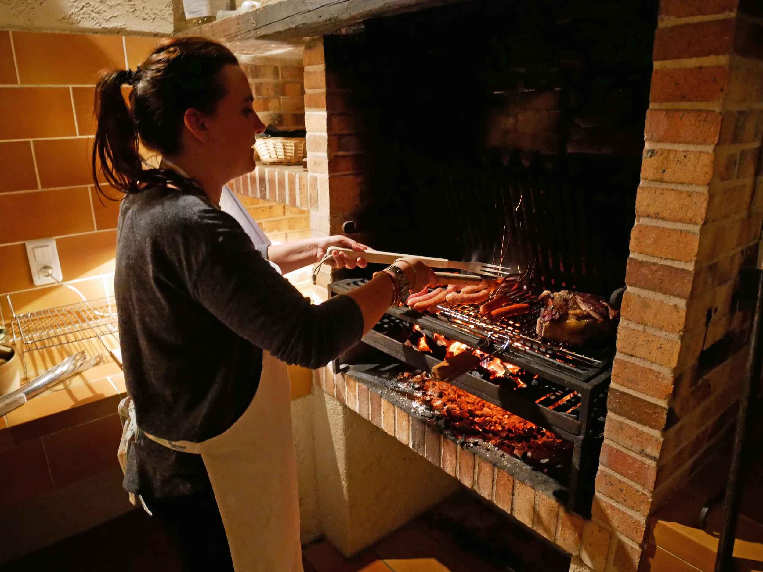 """Our grill master, Leah, taming the """"cowboy cut""""côte de bœuf."""