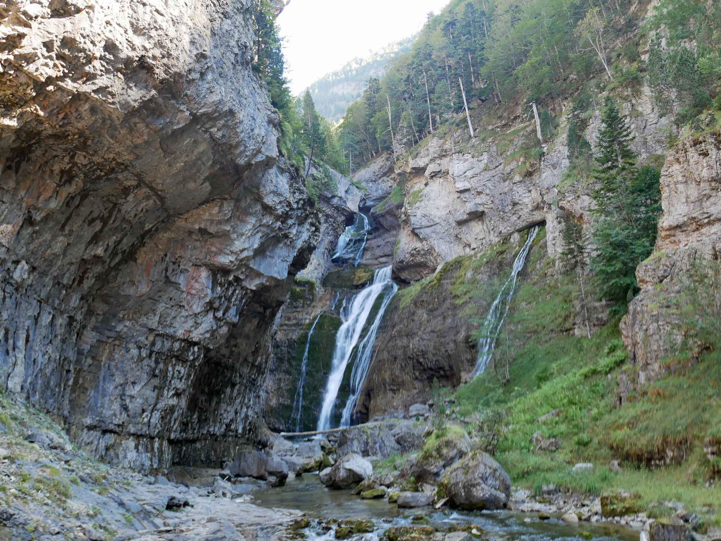 The Ordesa canyon formed over millions of years of erosion by the Rio Arazas, developing an impressive cascade of waterfalls along its course.