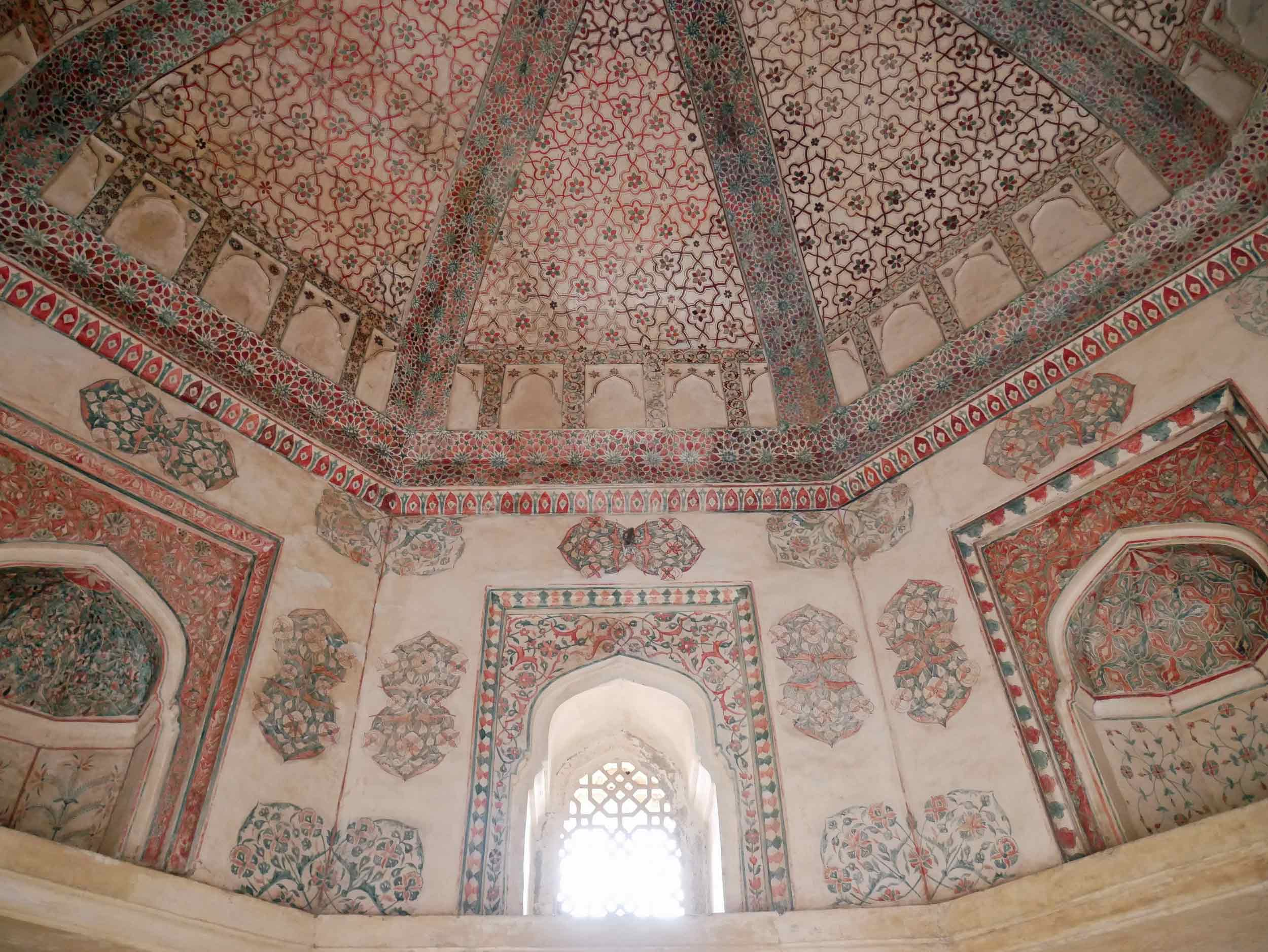 Elegant, intricate design elements in a blend of Rajput and Hindu style can be found throughout the palace.