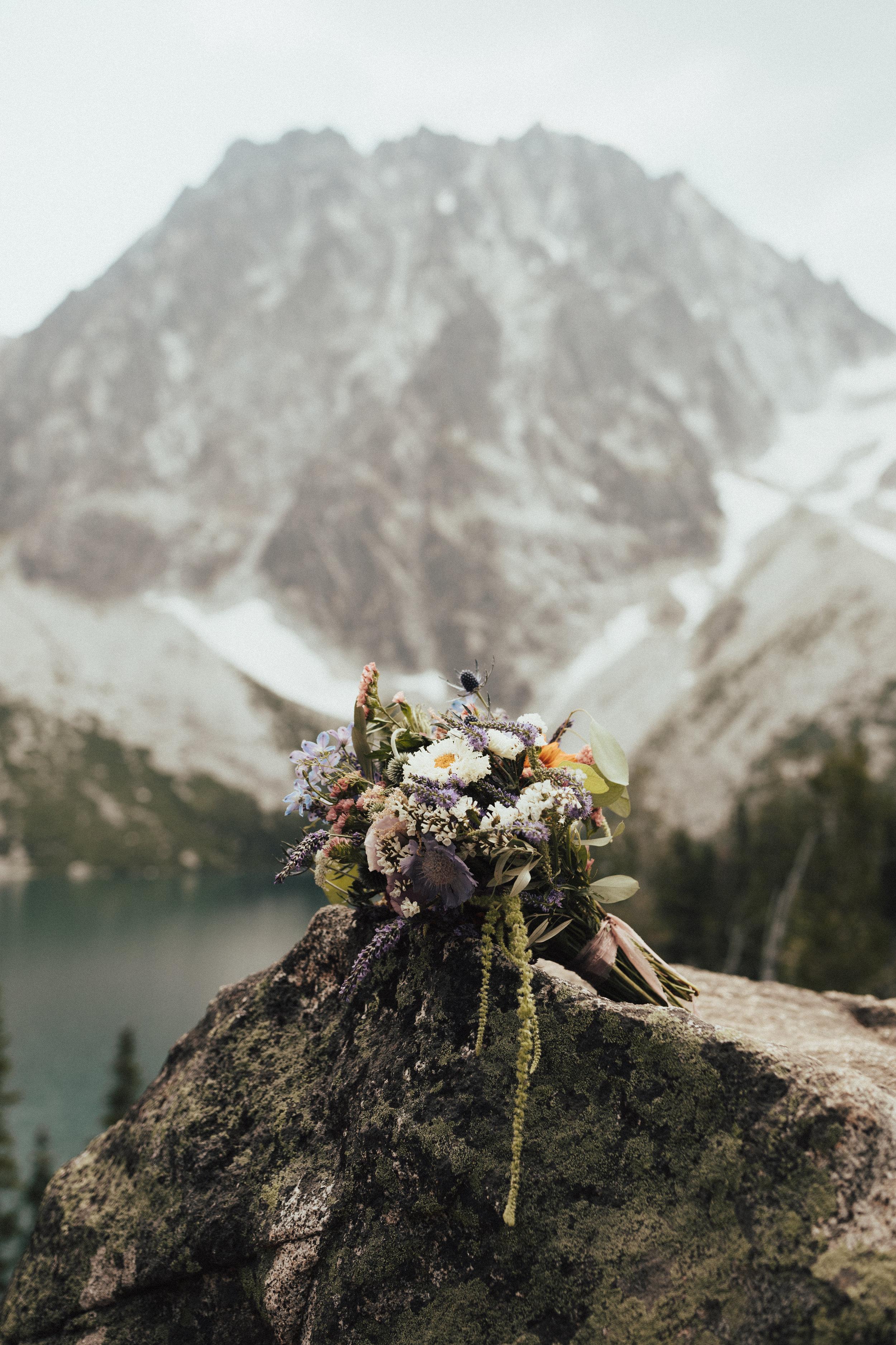 karaline_robby-colchuck-lake-elopement-washington-2018-peytoncurry-4230.jpg