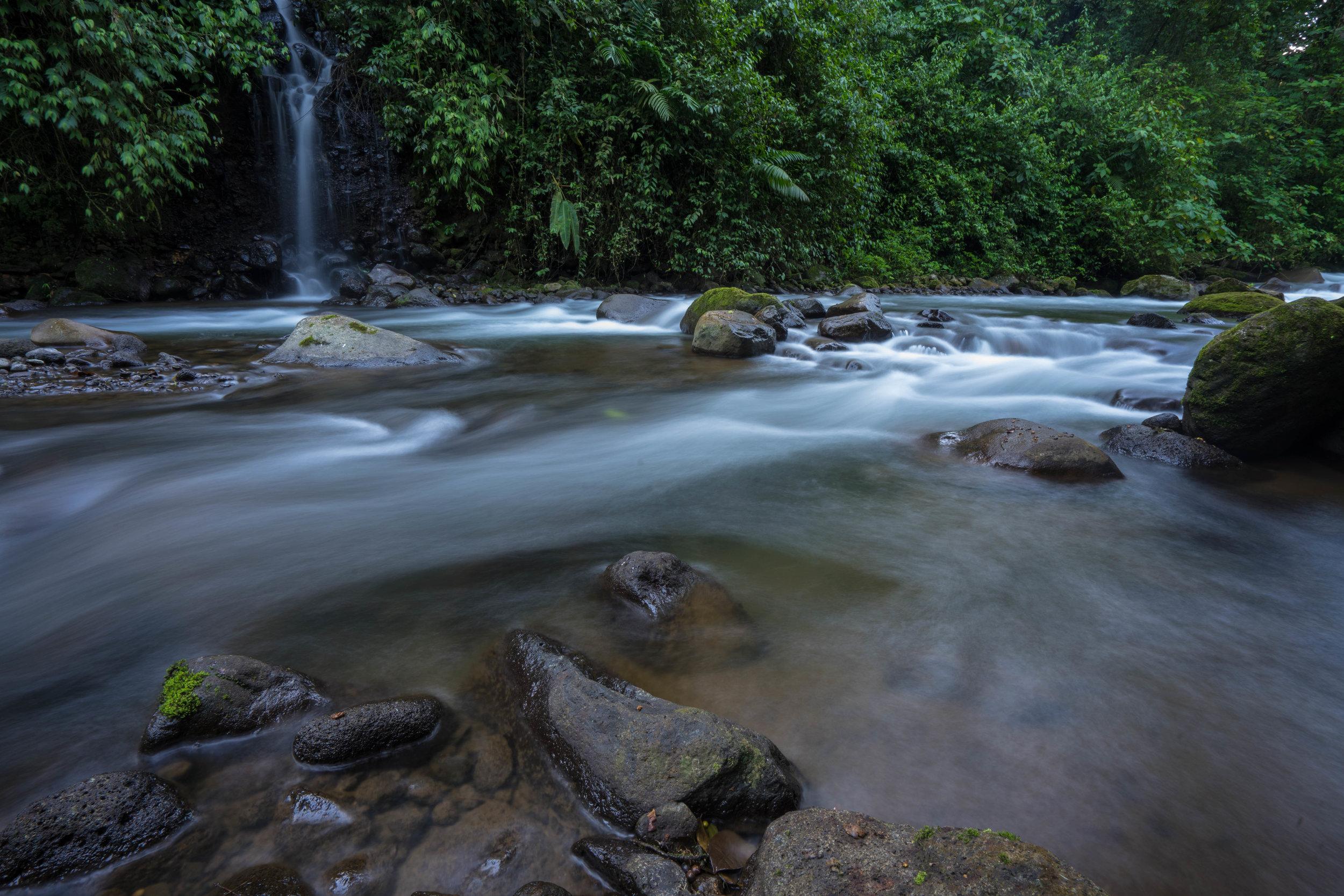 Río de la catarata 6:00 am