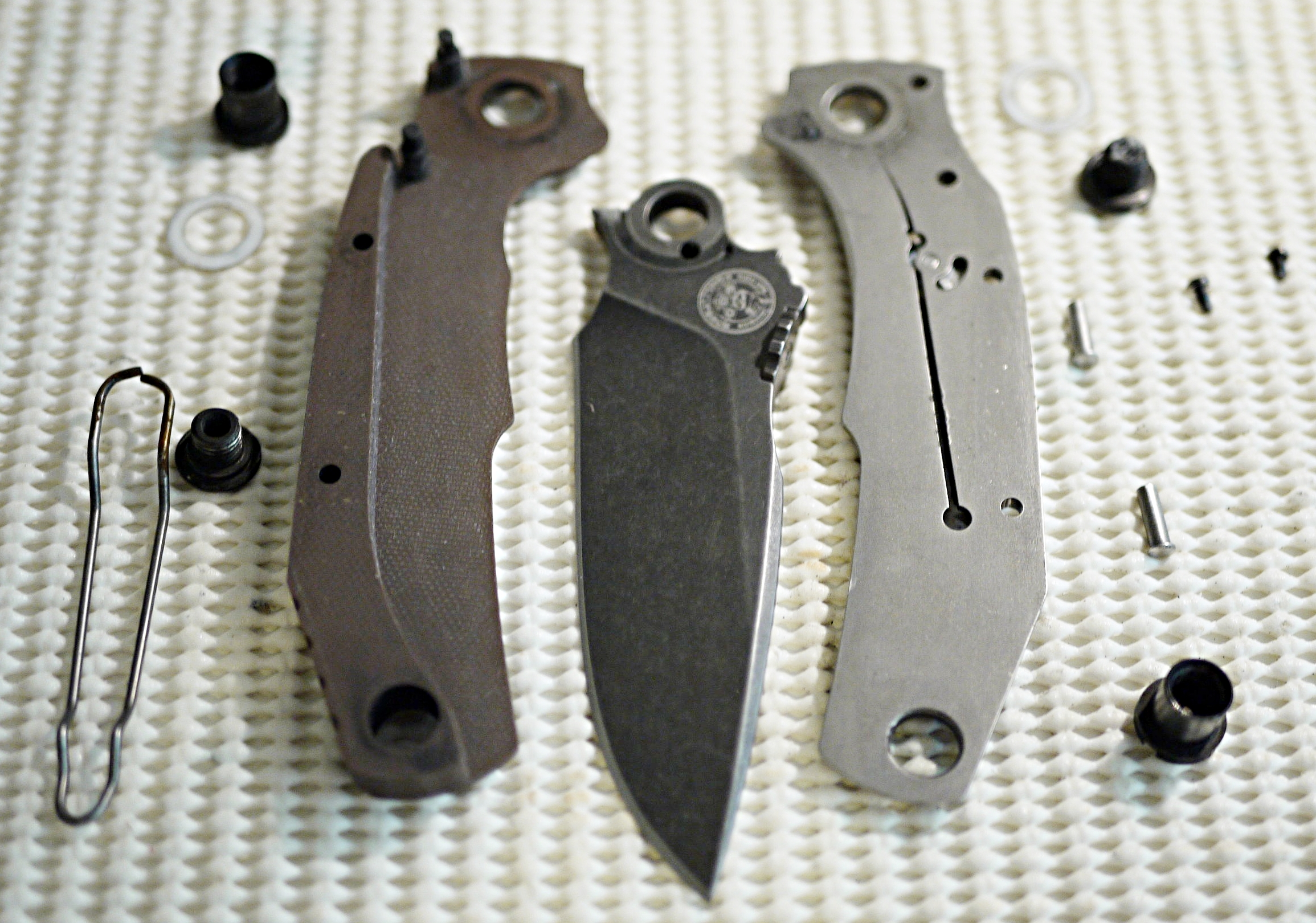 Pohl Force Mike One disassembled 01