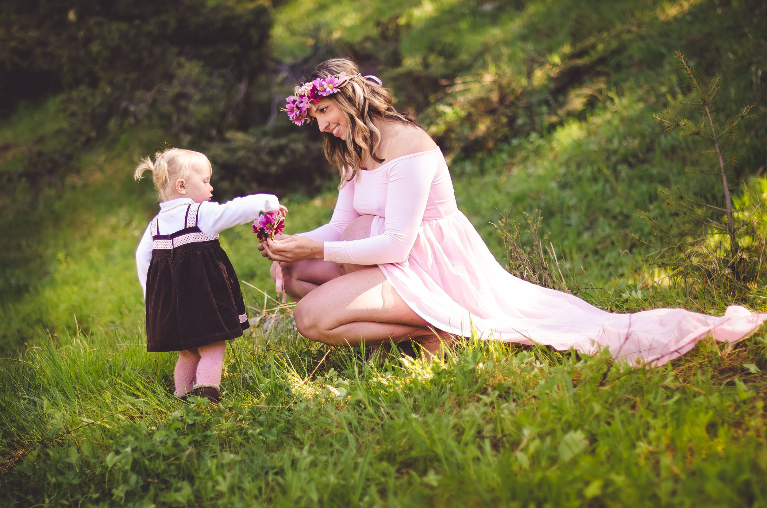 Love this photo 💕  Maternity portrait photography by  Abigayle Ray Photography LLC  at Mill Creek in the  Custer-Gallatin National Forest  in  Pray Montana .
