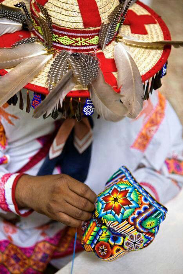 Huichol-Art-Artist-in-action.jpg