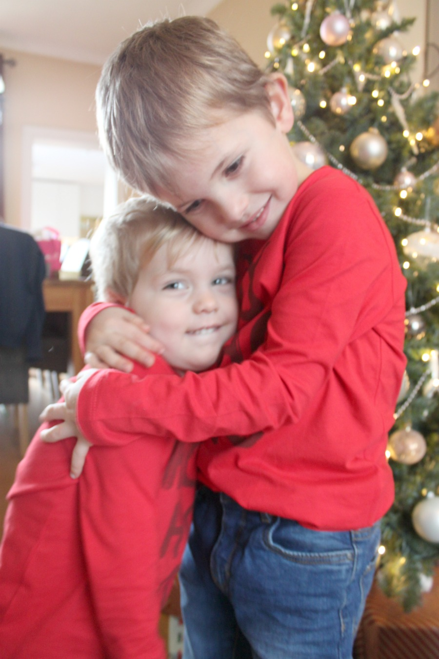 Jules and Louis Blog - Jules and Louis hugging in front of Christmas Tree