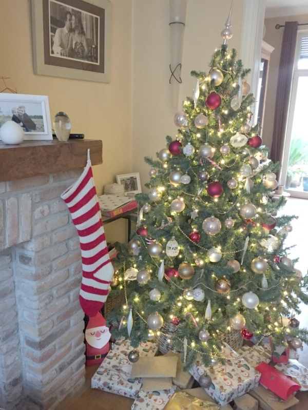 jules-and-louis-blog-our-christmas-tree-and-socks.jpg