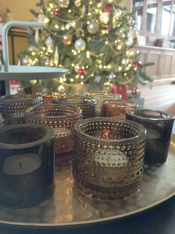 jules-and-louis-blog-our-christmas-tree-tray-with-candles.jpg