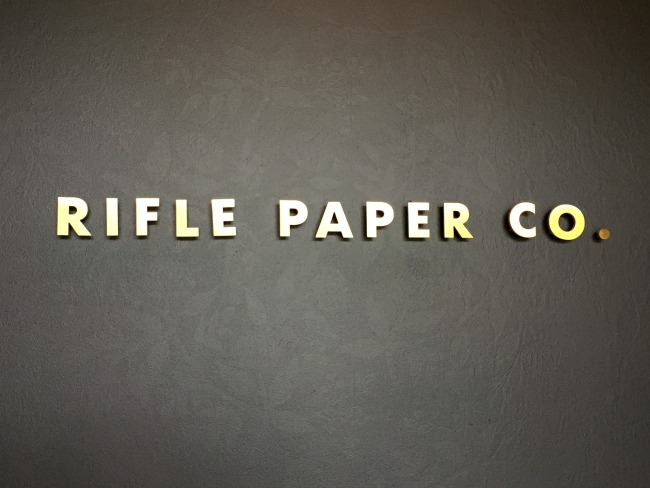 Jules & Louis Blog - Winkelen bij Rifle Paper & Co. in Winterpark Florida - letters in goud.jpg