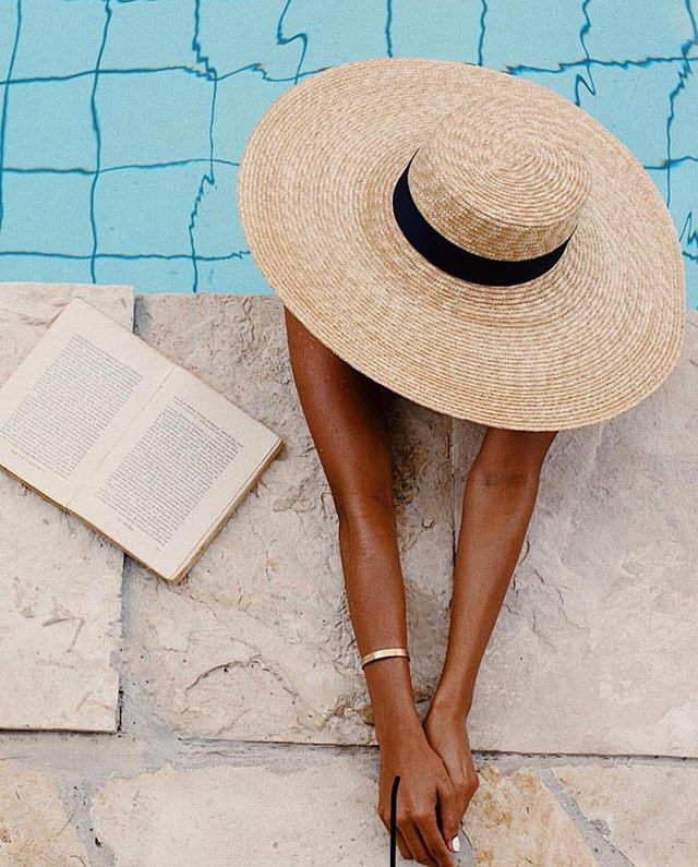 Weekend mode ON! ☀ Sun, water, books & margies & tan! My secret to the pre-sun body are @tournesolbeauty2019 SunPop Towelettes! Mess-free and so easy to use! Happy weekend!  Photo: @sincerelyjules